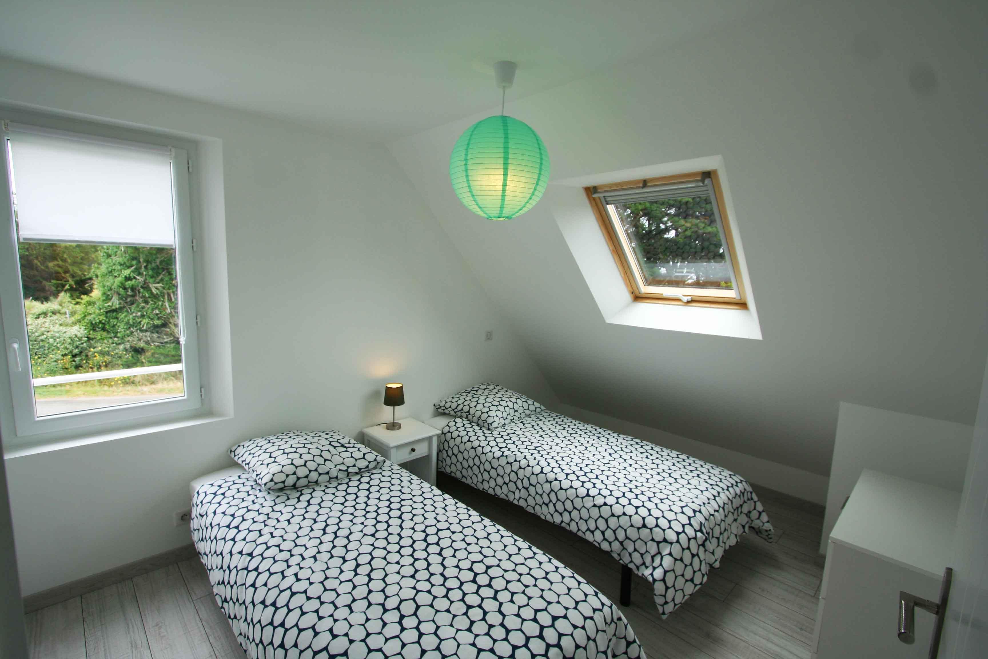 Chambre Port Collen à l'étage avec 2 lits simples