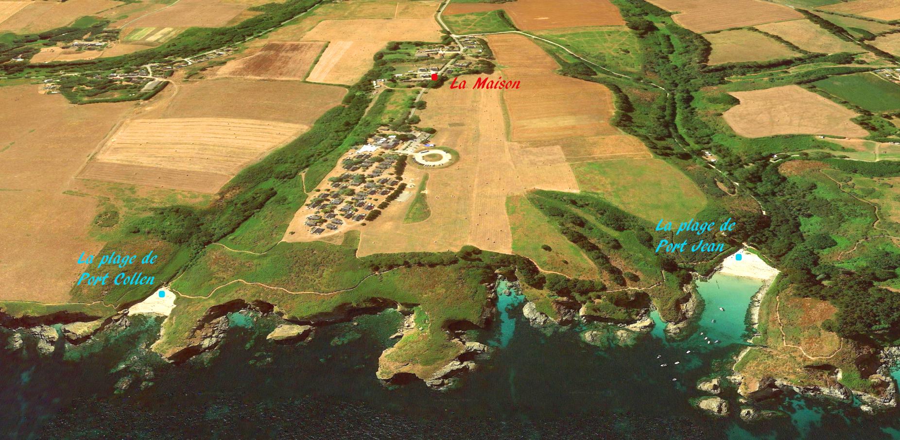 Vue Aerienne du Village d'Andrestol, de la maison, de la côte et des plages de Port Jean et Port Collen